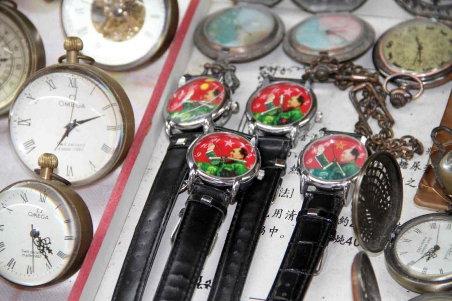 Chairman Mao on 4 identical red-faced watches